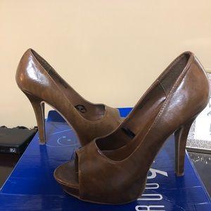 Shoes - Open toe